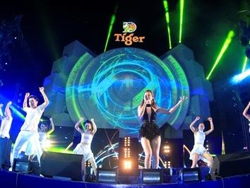 Đông Nhi khuấy động sân khấu Tiger Remix Quy Nhơn