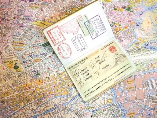 Lãi lớn từ dịch vụ làm Visa