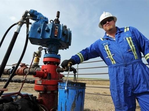 Giá dầu Mỹ lại dò đáy, xuống dưới 27 USD/thùng