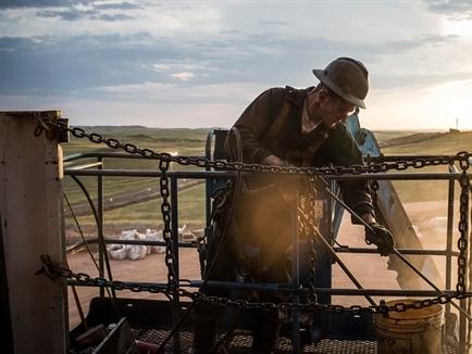 Giá dầu tăng đột biến, vượt ngưỡng 32 USD/thùng