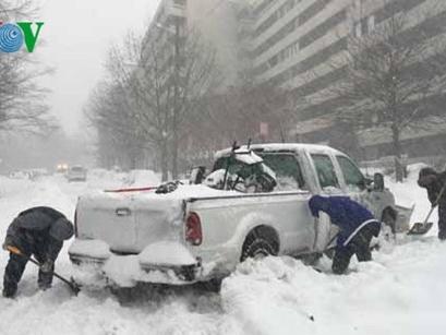 Bờ đông nước Mỹ tê liệt vì bão tuyết, ít nhất 14 người chết