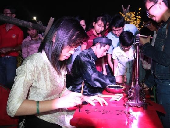 Cùng Sài Gòn Co.op & OMO trao 3.000 hộp quà sum họp cho công nhân