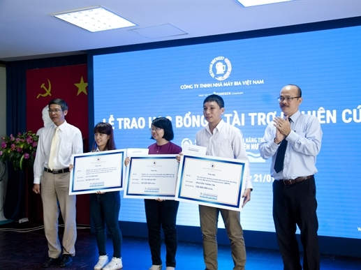 VBL trao giải học bổng và tài trợ nghiên cứu chương trình hỗ trợ tài năng trẻ