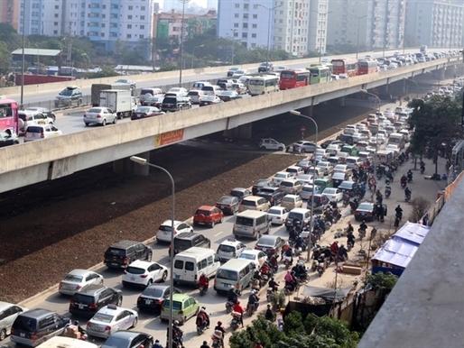Cửa ngõ thủ đô kẹt xe kéo dài hàng cây số