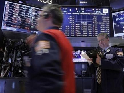 Phố Wall tăng điểm bất thành sau bình luận của Chủ tịch Fed