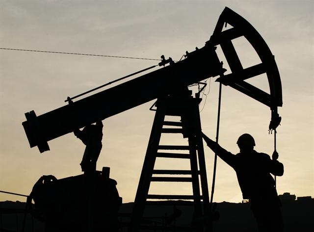 Giá dầu tăng đột biến 12,3% nhờ hy vọng cắt giảm sản lượng