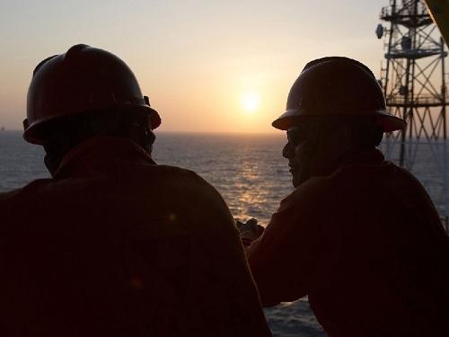 Tương lai thị trường dầu thô hoàn toàn mờ mịt
