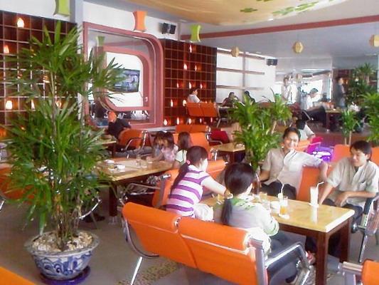 Người Việt đến nhà hàng, quán cafe tầm trung nhiều thứ hai châu Á