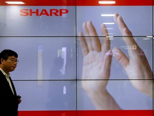 Sharp đồng ý bán mình cho Foxconn