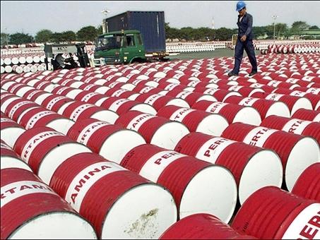 Khảo sát Reuters: Giá dầu bình quân năm 2016 đạt 40 USD/thùng