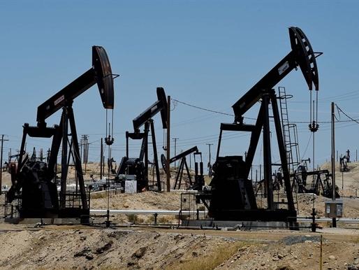Giá dầu tăng mạnh sau kế hoạch nhóm họp của các nước sản xuất chủ chốt