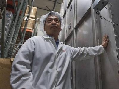 Ông chủ gốc Việt sở hữu tiệm bánh mì que nổi tiếng ở Mỹ