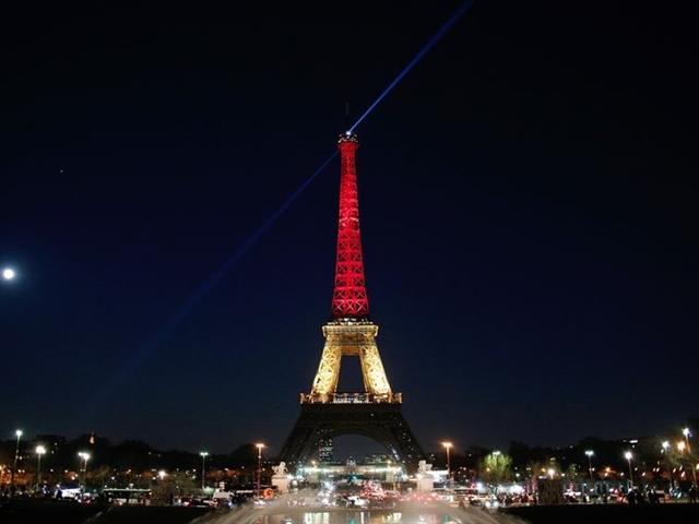 Các công trình kiến trúc thế giới đồng loạt thắp sáng màu cờ Bỉ