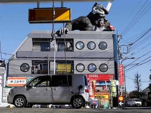 Giá xăng giảm, người Nhật vẫn không buồn đổ thêm xăng