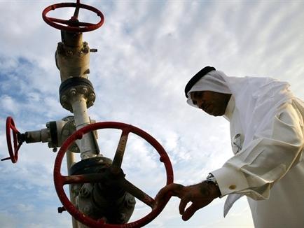 Giá dầu bất ngờ đảo chiều tăng vào cuối phiên