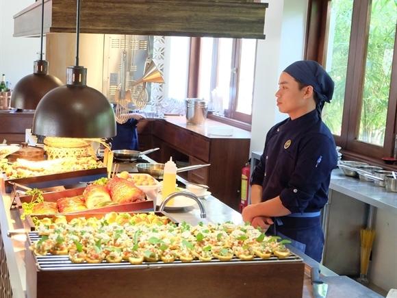 Trải nghiệm ẩm thực Sunday Brunch cùng Almanity Hoi An Resort & Spa