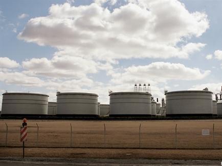 Giá dầu Mỹ lại vượt mốc 40 USD/thùng