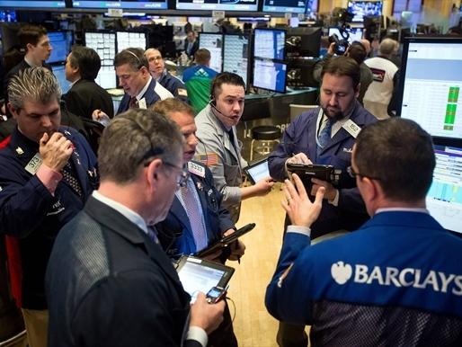 Dow Jones lên cao nhất 9 tháng, vượt 18.000 điểm
