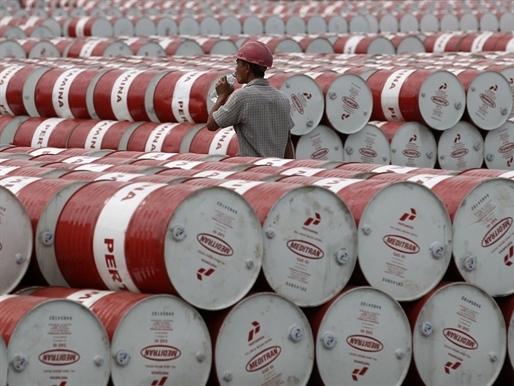 Giá dầu Mỹ vượt 46 USD/thùng lần đầu tiên trong 6 tháng qua