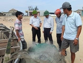 Phát hiện cá chết xếp lớp dưới đáy biển ở Quảng Bình