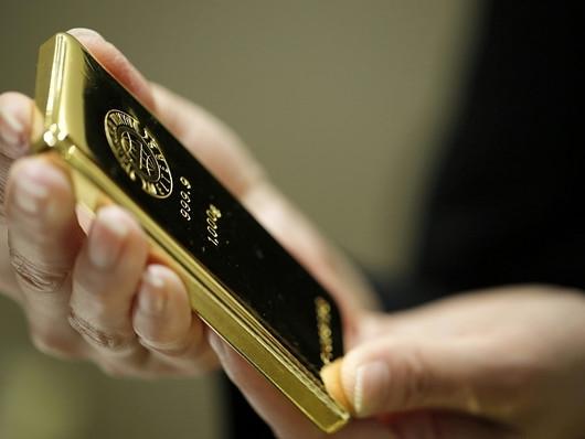 Giá vàng thoát đáy 2 tuần do USD suy yếu