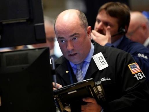 Chứng khoán Mỹ chuyển động trái chiều khi cổ phiếu Apple xuống thấp nhất 2 năm