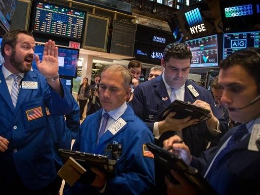 Phố Wall ồ ạt bán tháo do lo ngại Fed nâng lãi suất