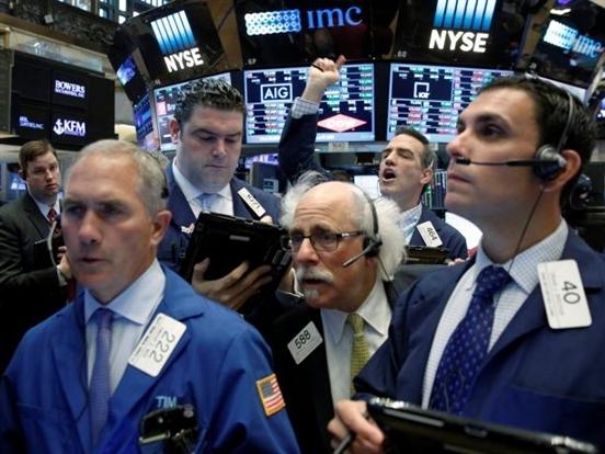 Chứng khoán Mỹ ổn định nhờ cổ phiếu ngân hàng