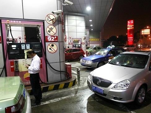 Giá dầu quay đầu giảm do USD mạnh lên