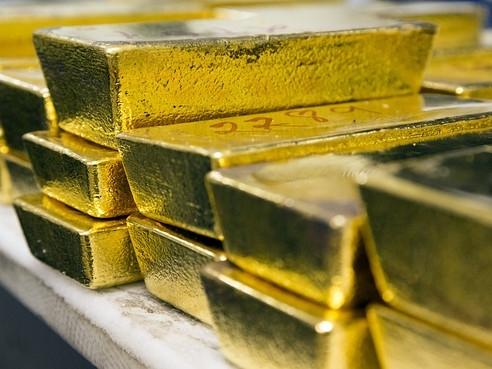 Giá vàng rơi xuống đáy 7 tuần