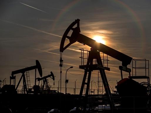 Giá dầu chạm mốc 50 USD/thùng: Tiếp đến là về đâu?