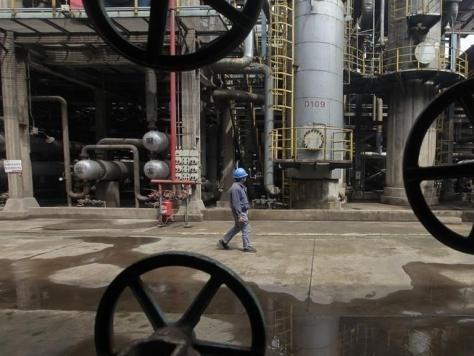 Giá dầu Brent vượt mốc 50 USD/thùng lần đầu tiên trong 7 tháng