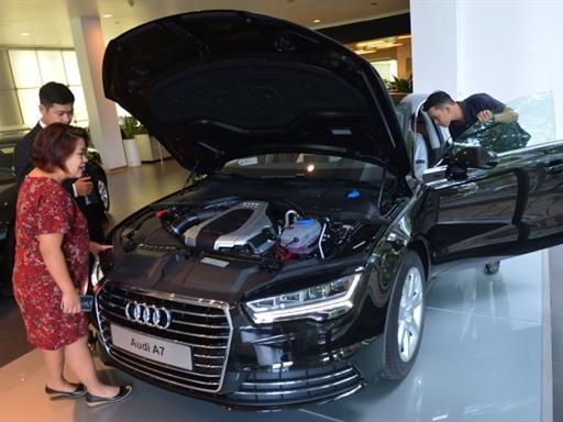 """Đua nhau mua ôtô để """"chạy"""" thuế tiêu thụ đặc biệt"""