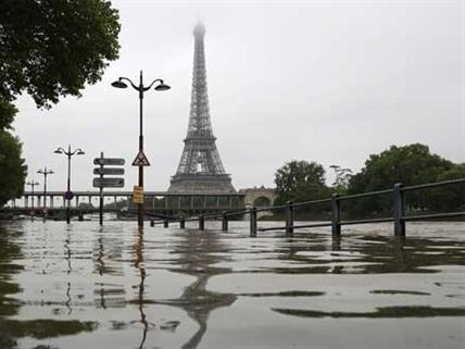 """Paris biến thành Venice, Pháp """"báo động"""""""