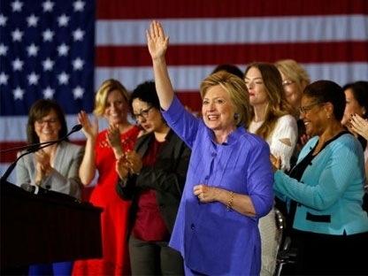 Bầu cử Mỹ: Hillary Clinton bất ngờ vượt xa Donald Trump