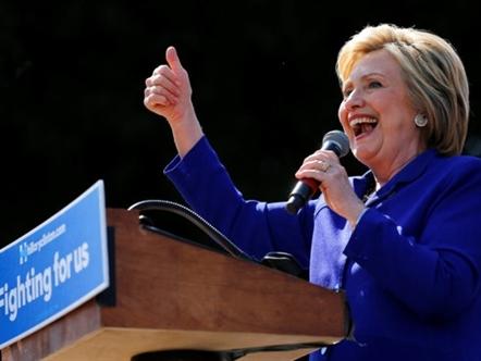 Hillary Clinton trở thành nữ ứng viên tổng thống Mỹ đầu tiên