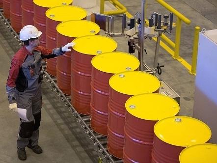 Giá dầu lên cao nhất gần 10 tháng do gián đoạn nguồn cung