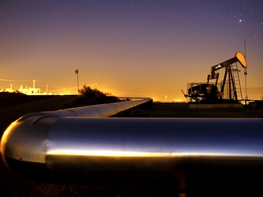 Giá dầu Mỹ cao nhất 10 tháng do nguồn cung gián đoạn