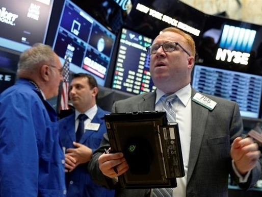 Chứng khoán Mỹ mất điểm cùng với giá dầu sau 3 phiên tăng liên tiếp