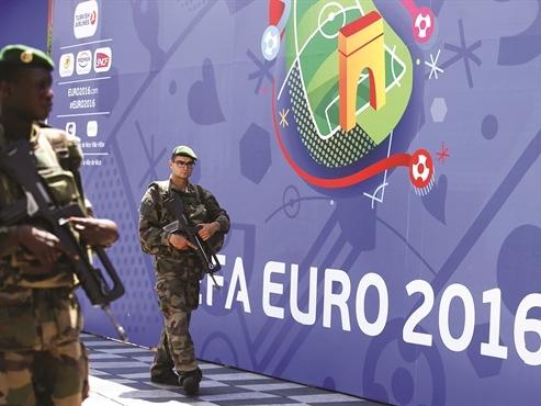 Đăng cai Euro 2016, chủ nhà sẽ có lãi?