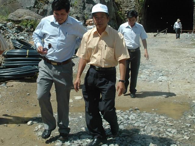 Chủ tịch tỉnh Kon Tum xin từ nhiệm