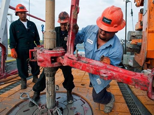 Giá dầu tăng: Nhà sản xuất dầu đá phiến vui mừng, giới đầu tư nản lòng