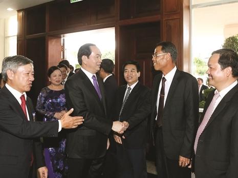 Chủ tịch nước gặp gỡ cộng đồng người Việt tại Lào