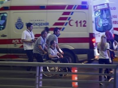 Đánh bom, xả súng liên tiếp ở sân bay Thổ Nhĩ Kỳ, 36 người chết