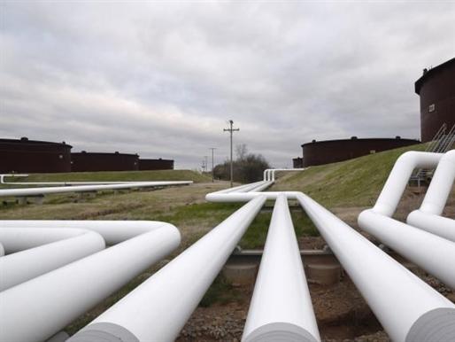 Giá dầu giảm mạnh do lo ngại về khai thác của Mỹ, thừa cung xăng