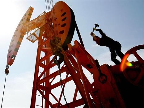 Giá dầu tăng trở lại do dự đoán nguồn cung ngoài OPEC giảm