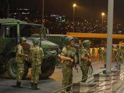 Quân đội Thổ Nhĩ Kỳ đảo chính, ít nhất 42 người chết