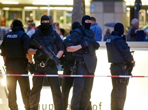 Xả súng ở trung tâm mua sắm Đức, ít nhất 10 người chết