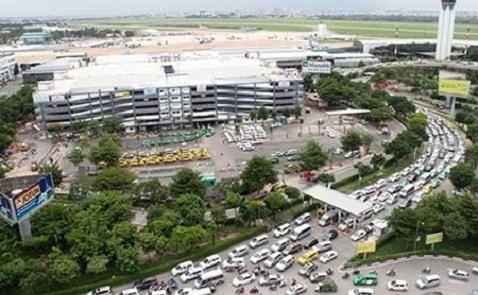 Tìm cách giải kẹt xe ở sân bay Tân Sơn Nhất
