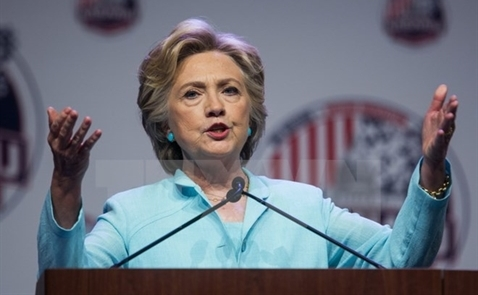 Bà Hillary Clinton cứng rắn với Trung Quốc, phản đối TPP